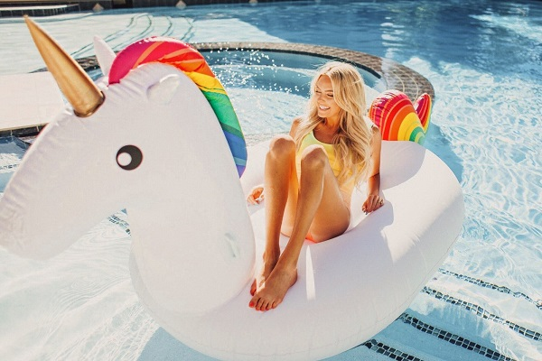 KOLOLO Big Unicorn Float Sweepstakes